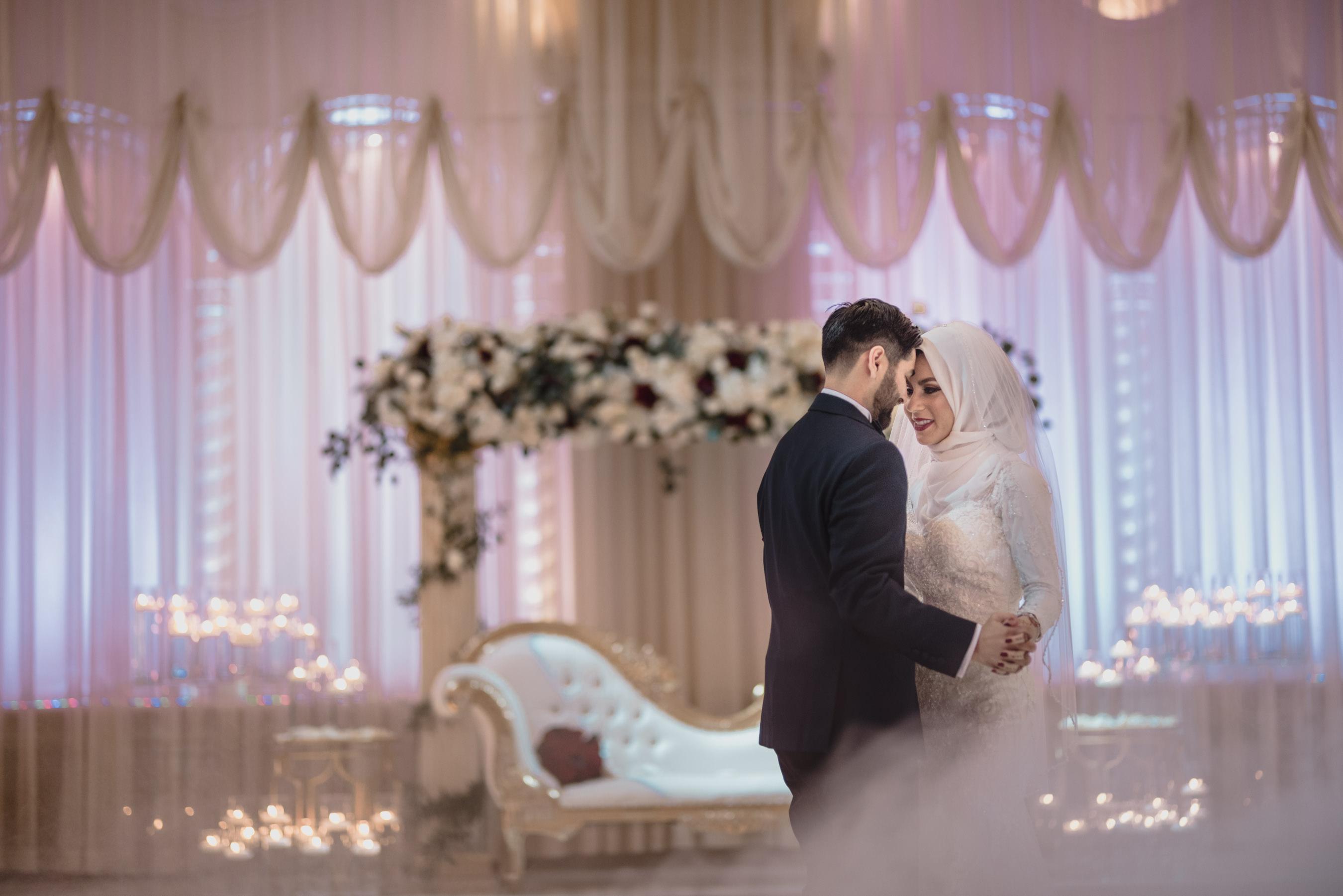 First dance bride and groom in Glendale.jpg