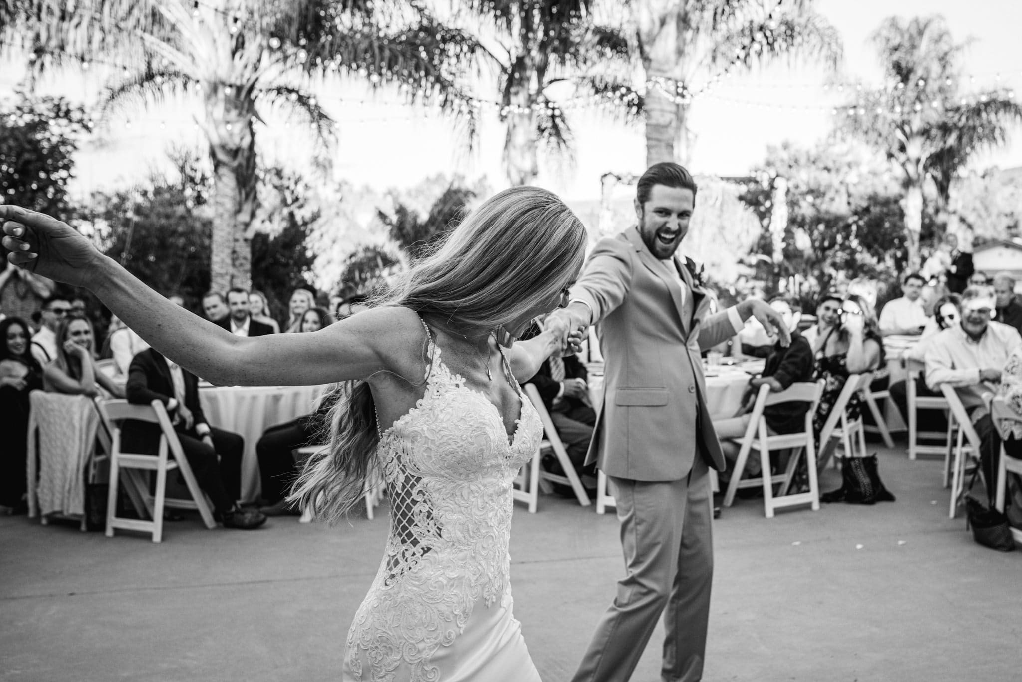 outdoor first dance for great wedding pictures